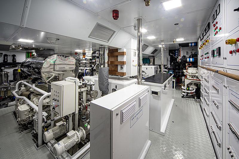 K-584 yacht engine room