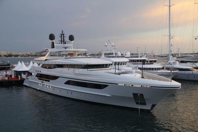 MR T yacht Baglietto