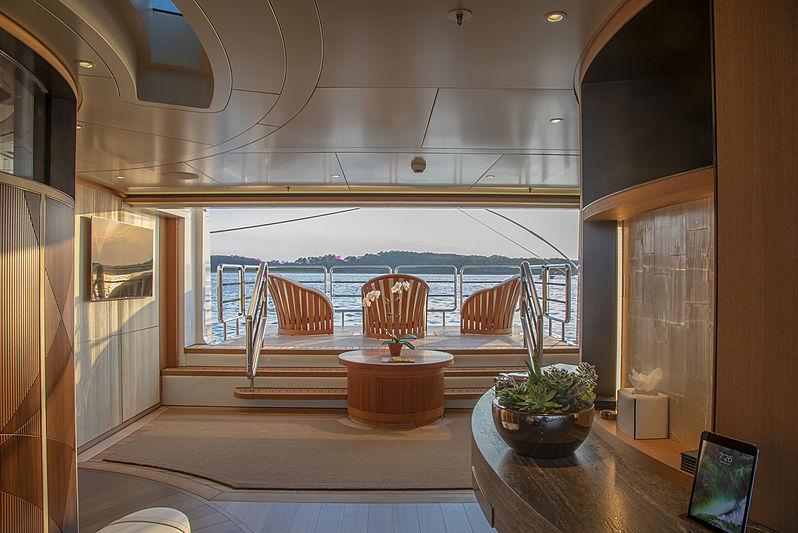 Hasna yacht beach club