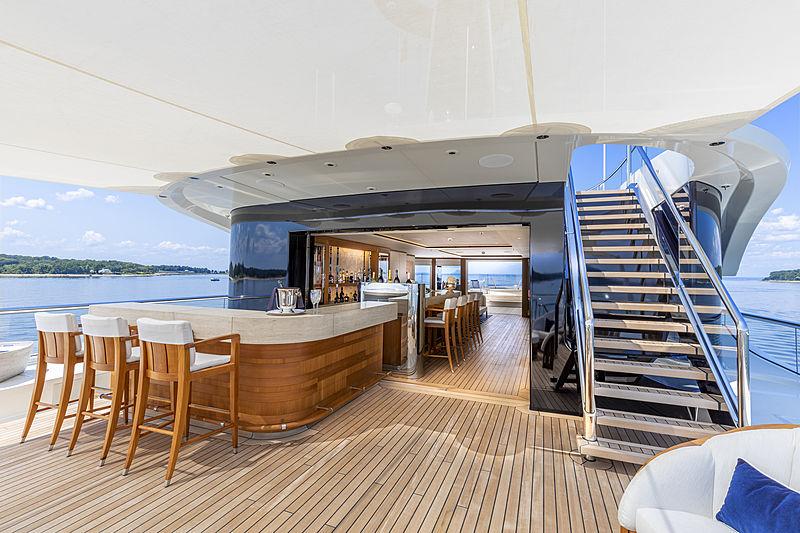 Hasna yacht bar