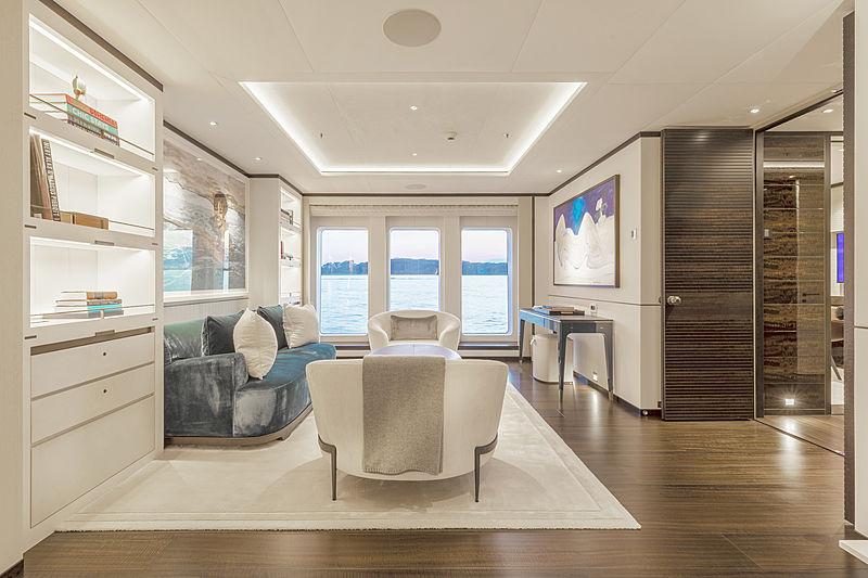 Hasna yacht saloon