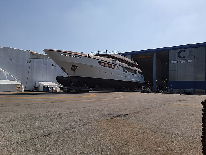 55m Codecasa F78 moving to outfitting in Pisa