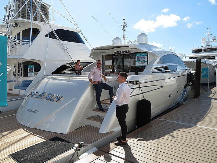 PRESS BUY yacht Pershing