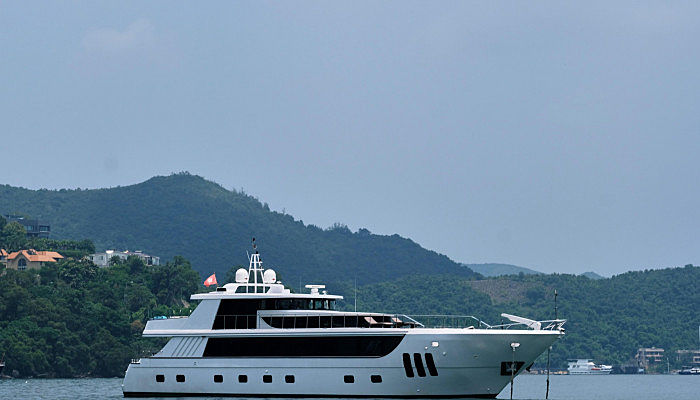Cobot yacht anchored