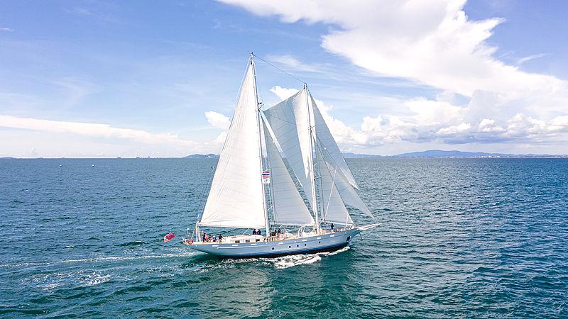 Vela yacht cruising