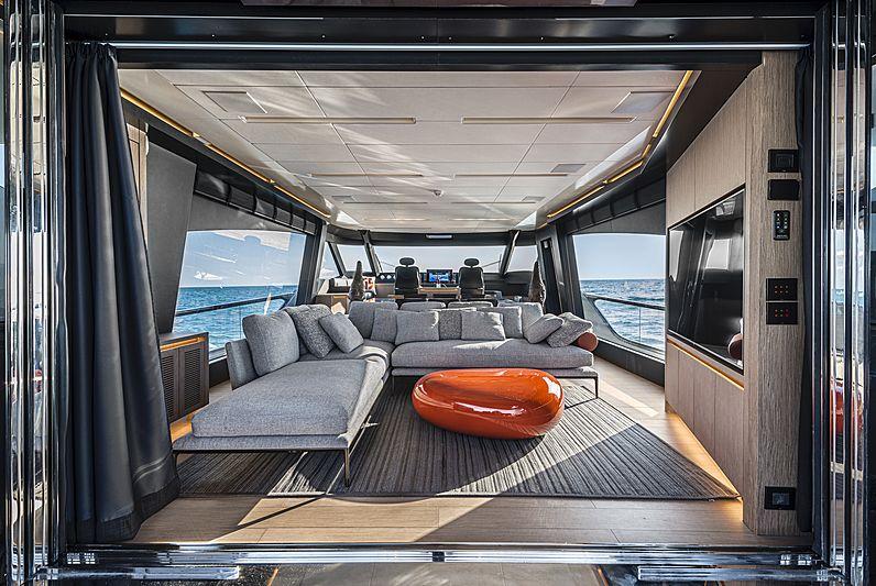 G-Five yacht saloon