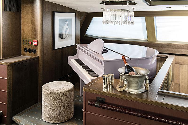Pink Gin VI yacht saloon