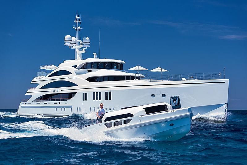 11.11 yacht and tender cruising