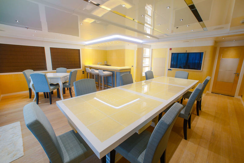 Jade 959 upper deck dining area