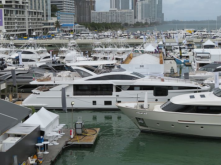 Azimut Grande 32/16 yacht at Miami Yacht Show 2020