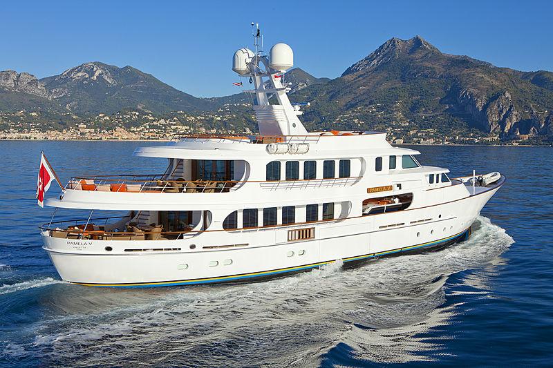 Pamela V yacht cruising