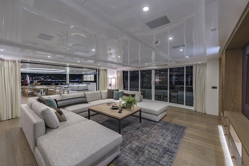 CMB Yachts 47M Liquid Sky Sklyounge