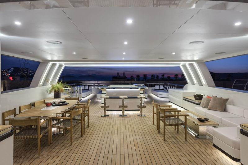 CMB Yachts 47M Liquid Sky Sundeck
