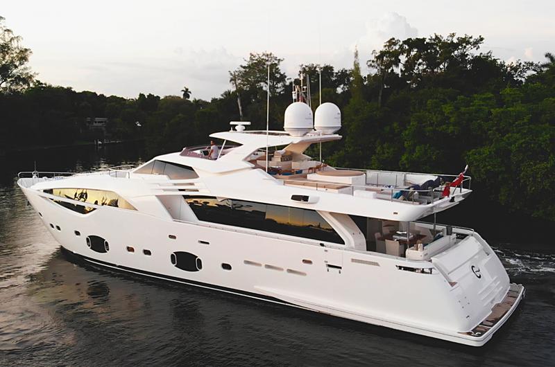C yacht cruising