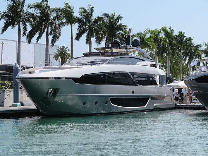 RIVA 100/11 yacht Riva