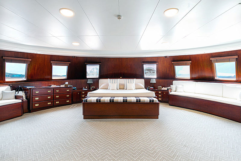 Paloma yacht master