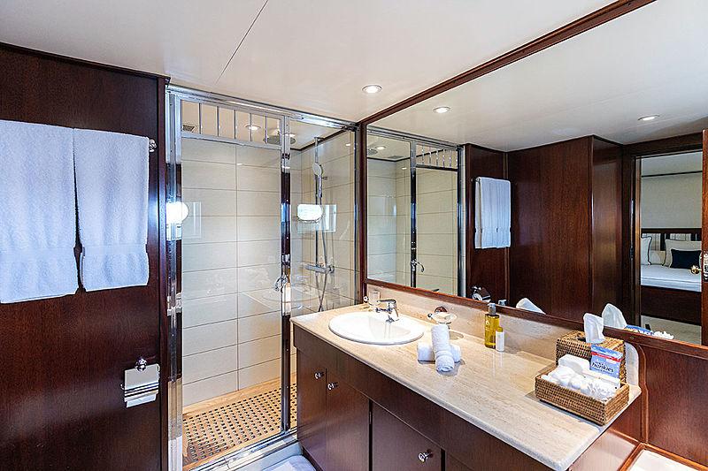Paloma yacht bathroom