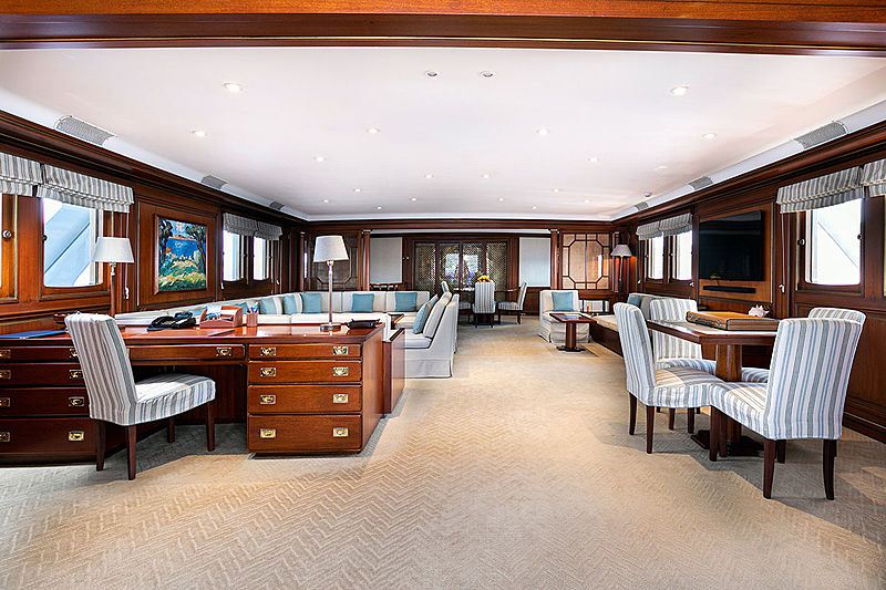 Paloma yacht saloon