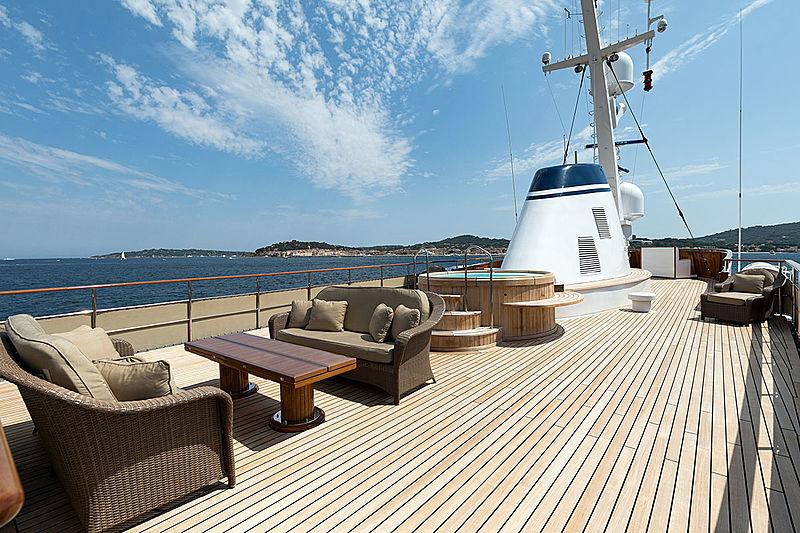 Paloma yacht jacuzzi