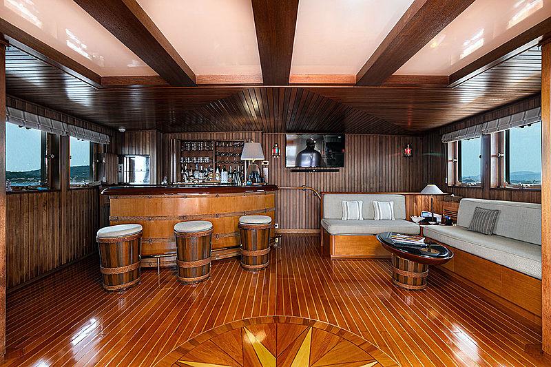 Paloma yacht bar