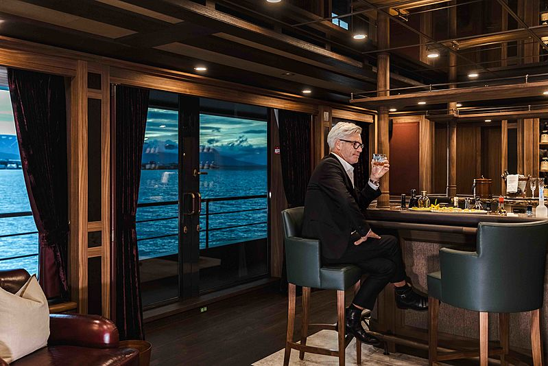 Ragnar yacht bar