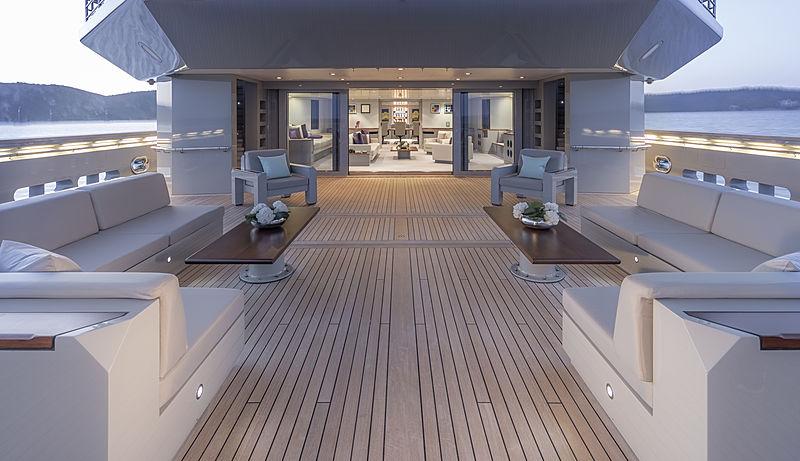 Skat yacht by L眉rssen main deck