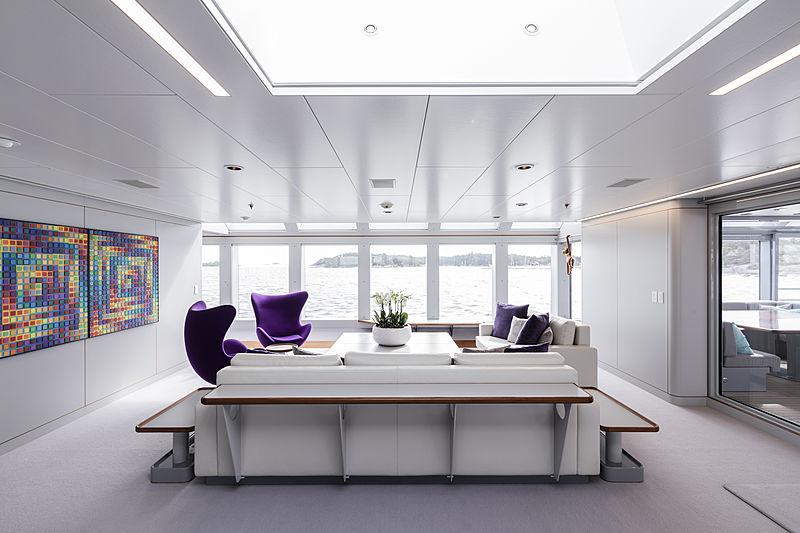 Skat yacht by Lürssen bridge deck