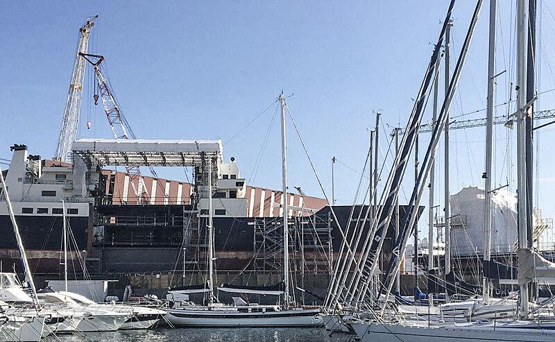 Bleu de Nimes yacht during rebuild in Genoa