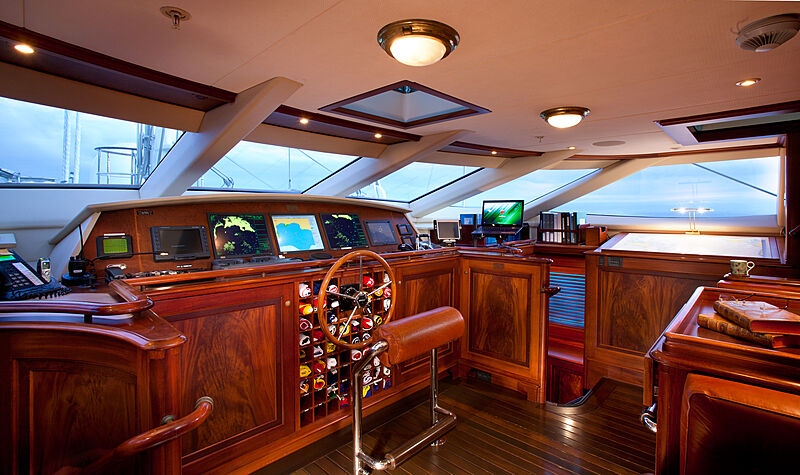 Tiara yacht wheelhouse