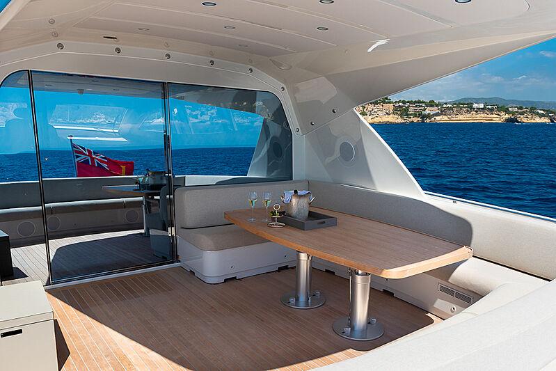 Attitude yacht deck