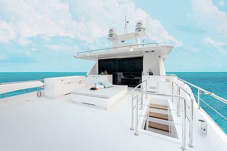 Horizon FD80/03 Skyline yacht deck