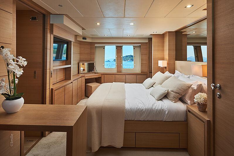 Hummingbird yacht stateroom