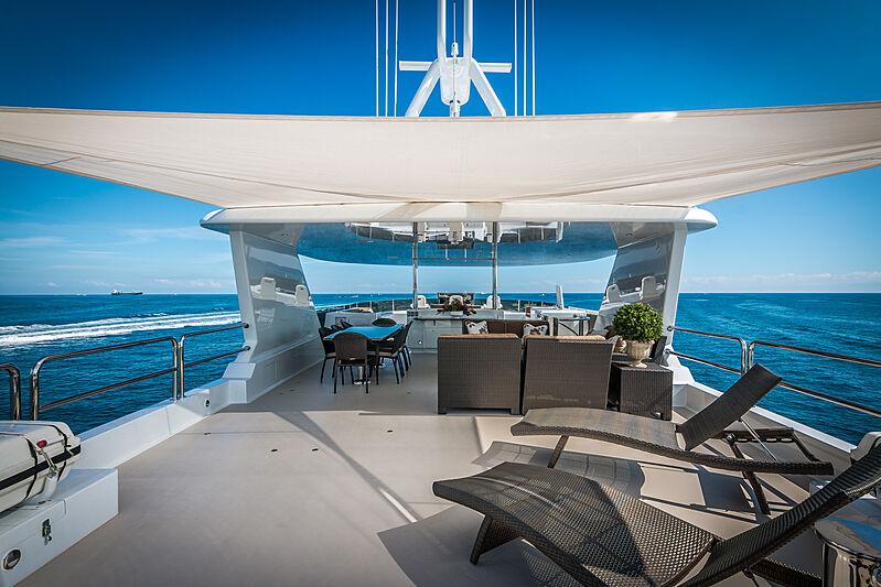 Loon yacht sundeck