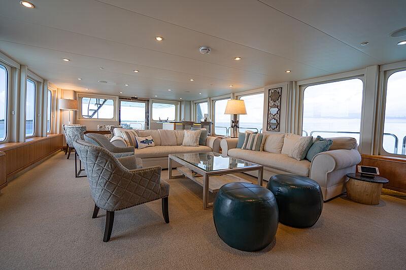 Loon yacht saloon
