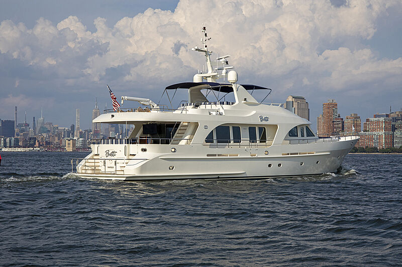 Botti yacht cruising