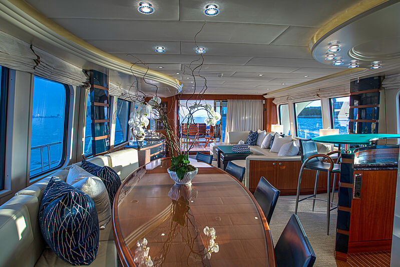 Botti yacht dining