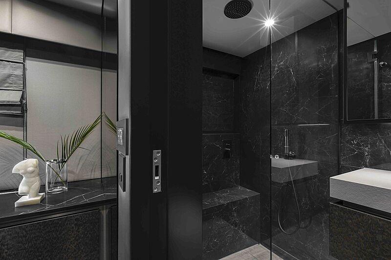 Sunreef 80 Power #06 yacht bathroom