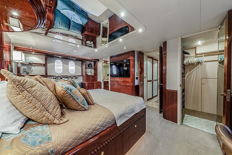 Kemosabe yacht stateroom