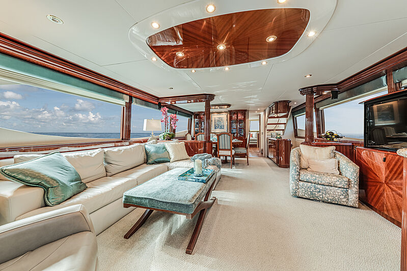 Kemosabe yacht saloon