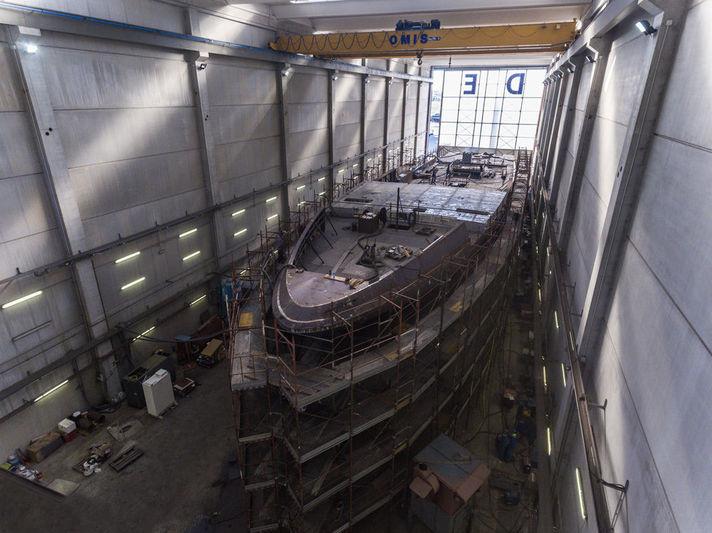 Codecasa hull F74 in build in Pisa facility
