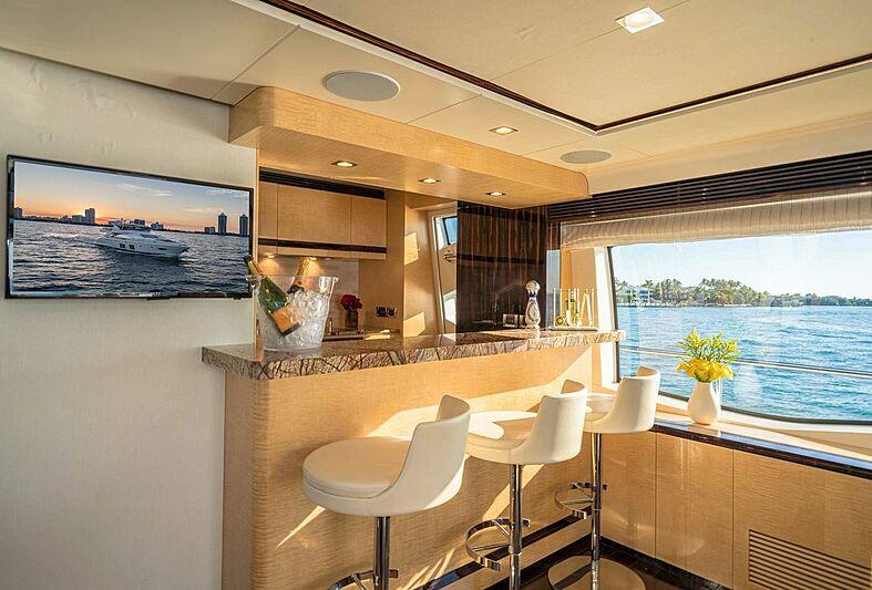 Phoenix yacht bar