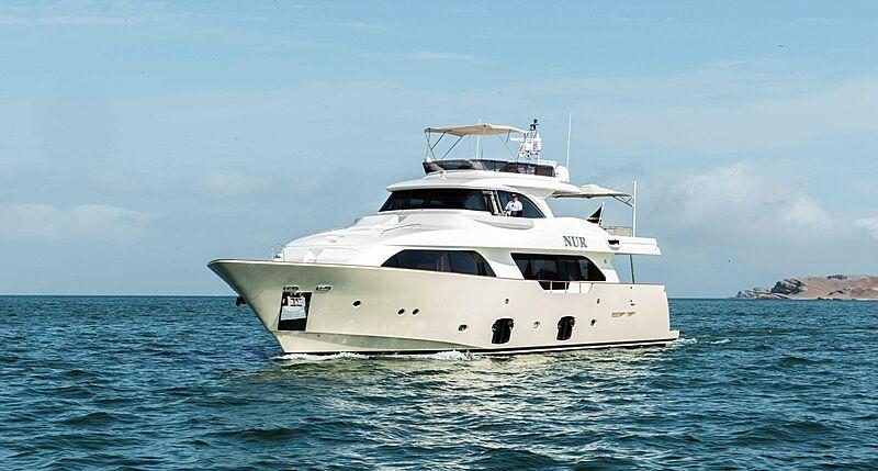 NUR yacht Custom Line