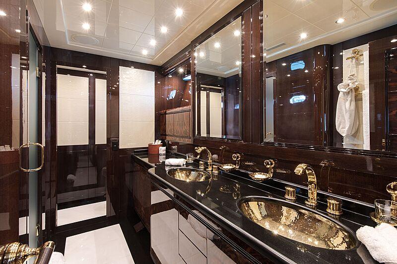 Fatamorgana yacht bathroom