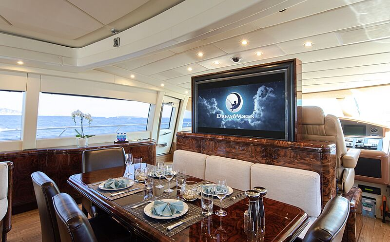 Fatamorgana yacht dining