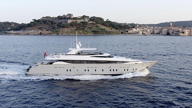 M yacht running
