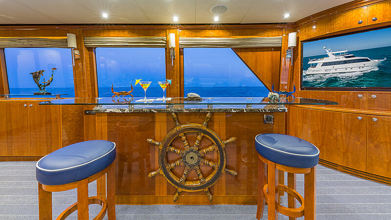 High Rise yacht saloon