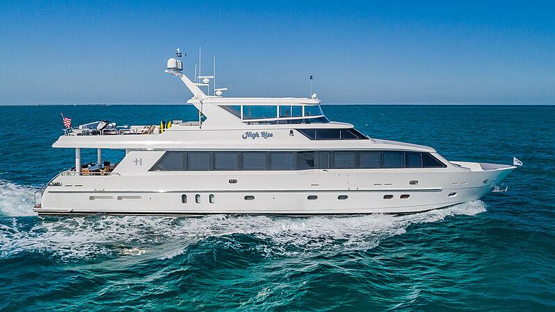 High Rise yacht cruising