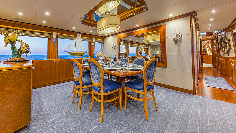High Rise yacht dining
