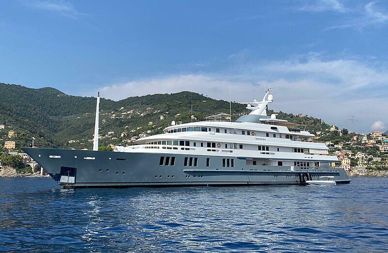 Boadicea yacht anchored in Recco