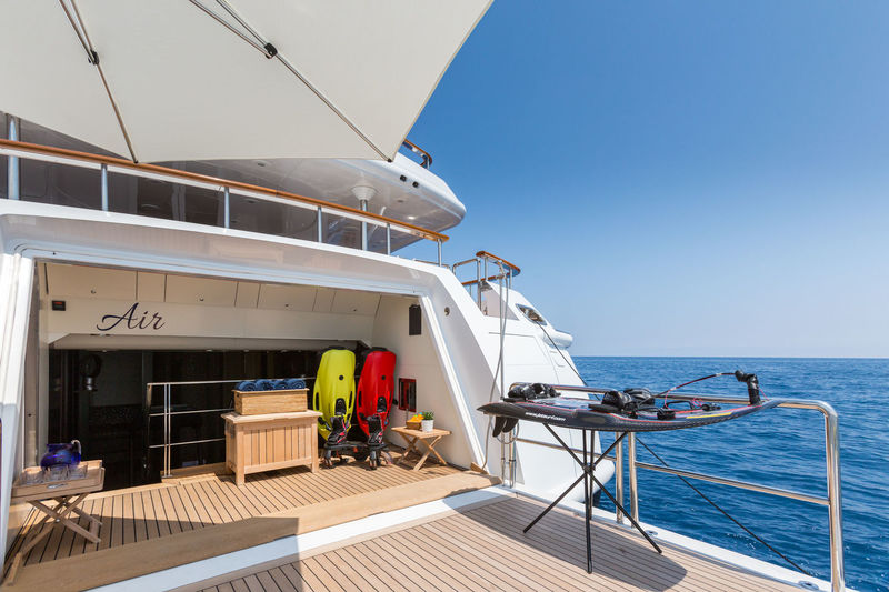 Benetti M/Y Air beach club